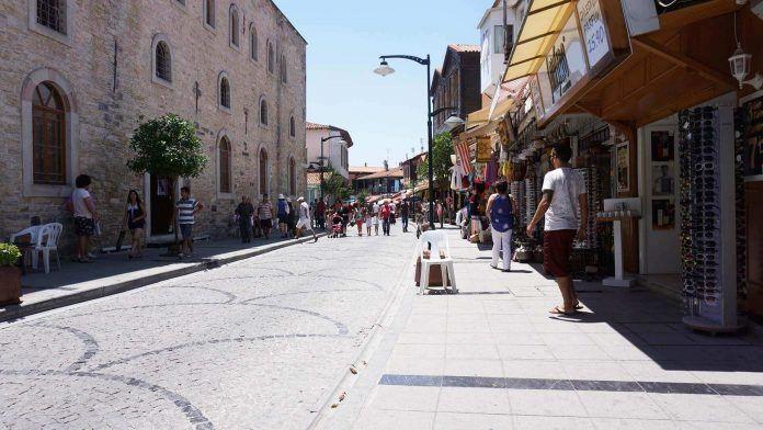 Çeşme Cumhuriyet Caddesi