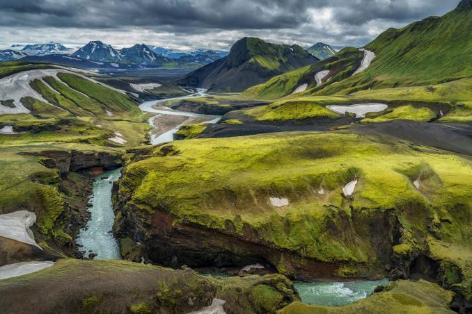 Temmuz Ayında Gidilecek Yerler İzlanda Nehir Şelale